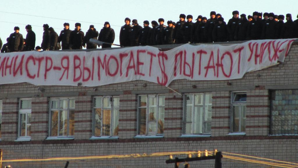 Russia : by leaving unchanged the sentence imposed on prisoners who had rebelled against systematic violent practices, the Supreme Court fosters a climate of impunity in prison